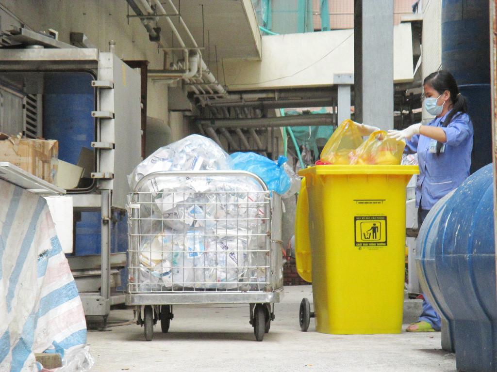 thu gom, xử lý rác y tế