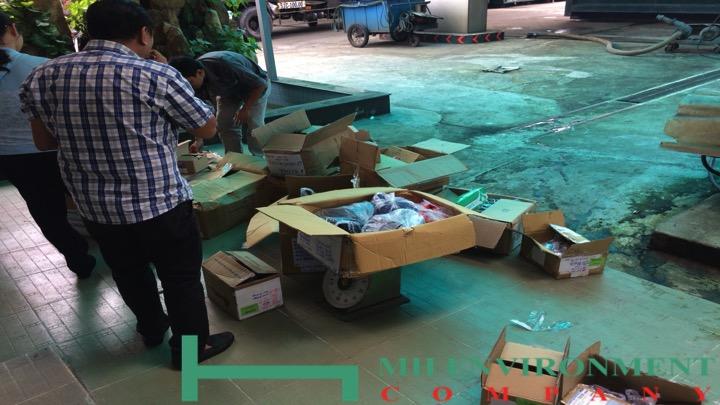tiêu hủy 65 tấn nguyên phụ liệu ngành may mặc theo yêu cầu của hải quan